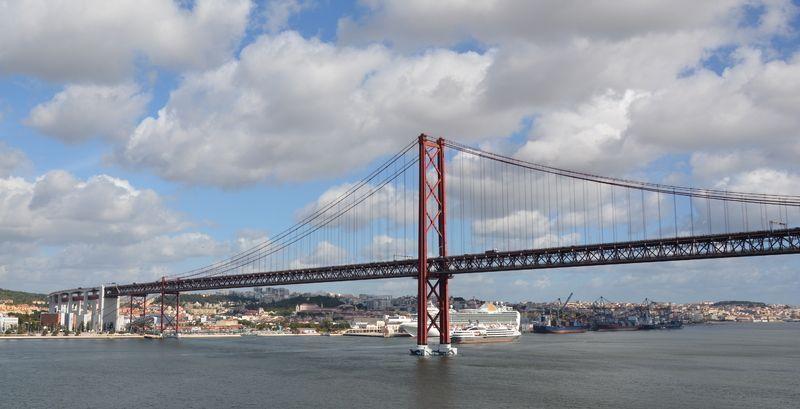 Lisbonne le pont m tallique du 25 avril - Premier pont a haubans ...
