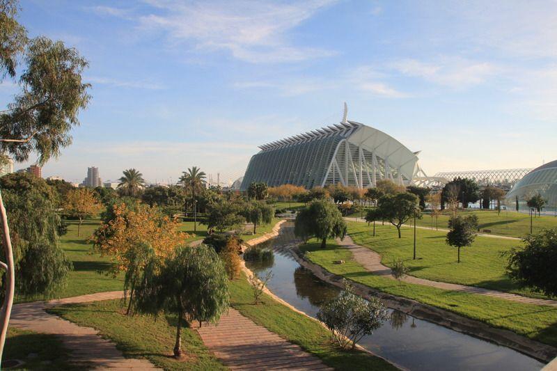 Valence la cit des arts et des sciences for Piscine jardin valence